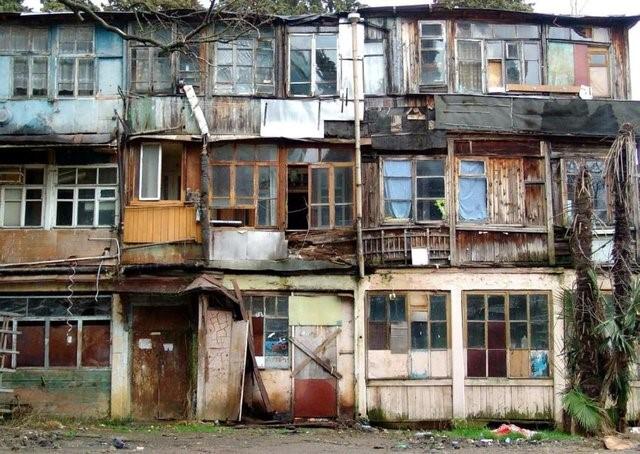 Можно ли расприватизировать квартиру в аварийном доме