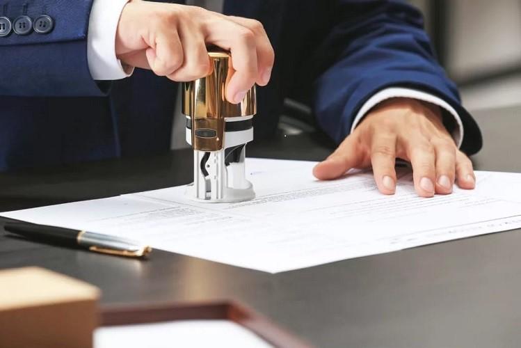 Оформление правоустанавливающих документов на квартиру у нотариуса
