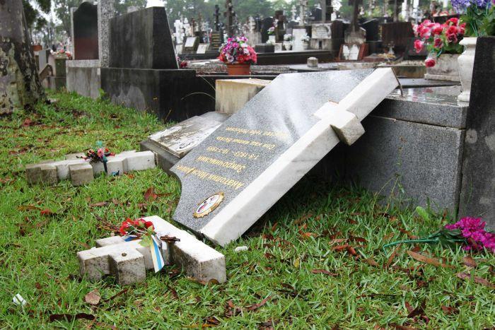 Статья за вандализм на кладбище