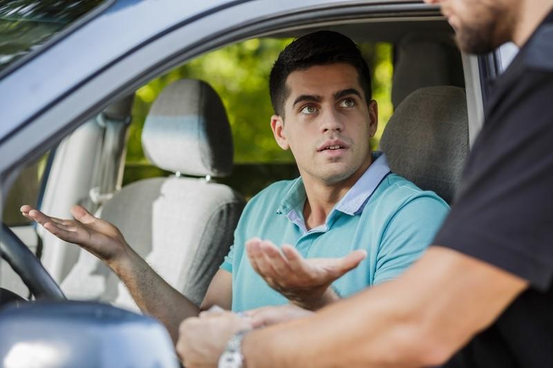 Какой штраф если забыл права на машину