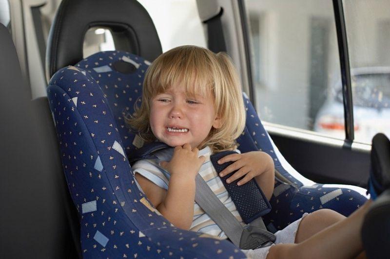 Запрет на оставление одного в машине ребёнка