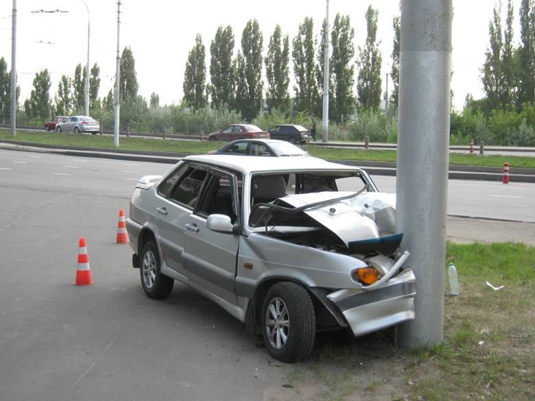 Столкновение автомобиля с препятствием
